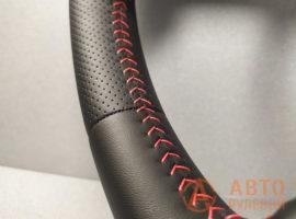 Шов красная ёлочка на перетянутом руле Kia Ceed 1 поколение (ED) 2008 - 3