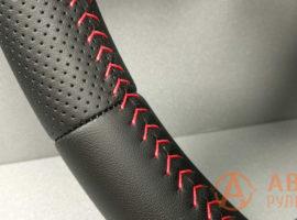 Шов красная ёлочка на перетянутом руле Mitsubishi Outlender 3 поколение 2014 - 3