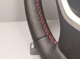 Шов красный крестик на перетянутом руле BMW X5 E70 2007 - 2