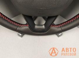 Шов красный крестик на перетянутом руле SEAT Leon 3 поколение 2013 - 1