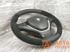 Перетянутый руль в кожу с алькантарой BMW X5 2 поколение (E70) 2007 вид сбоку - 2