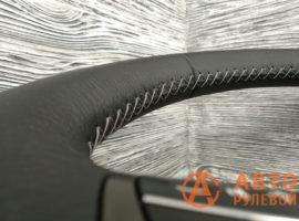 Шов серый крестик на руле Toyota Avensis 3 поколение (T270) 2009 - 2